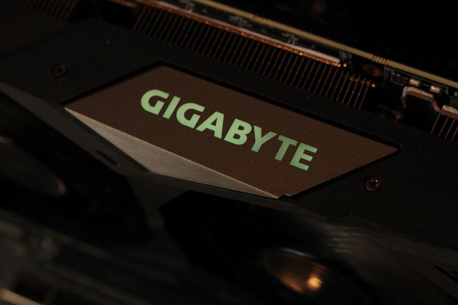 https://www.rooieduvel.nl/reviews/Gigabyte/RTX2080TI_GOC/Pics/IMG_2165.JPG